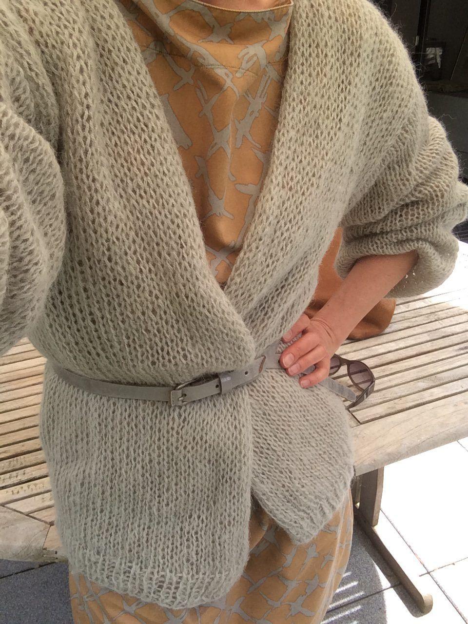 620ef0ac6b Strickjacke mit Shirtkleid draußen 2 Anleitung für eine lange Strickjacke  im Stil vom Bernadette Cardigan.