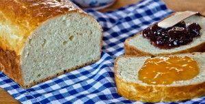 Il pan brioche è un lievitato realizzato con un impasto di farina, uova, burro e zucchero che può accompagnare sia i sapori dolci che quelli salati.
