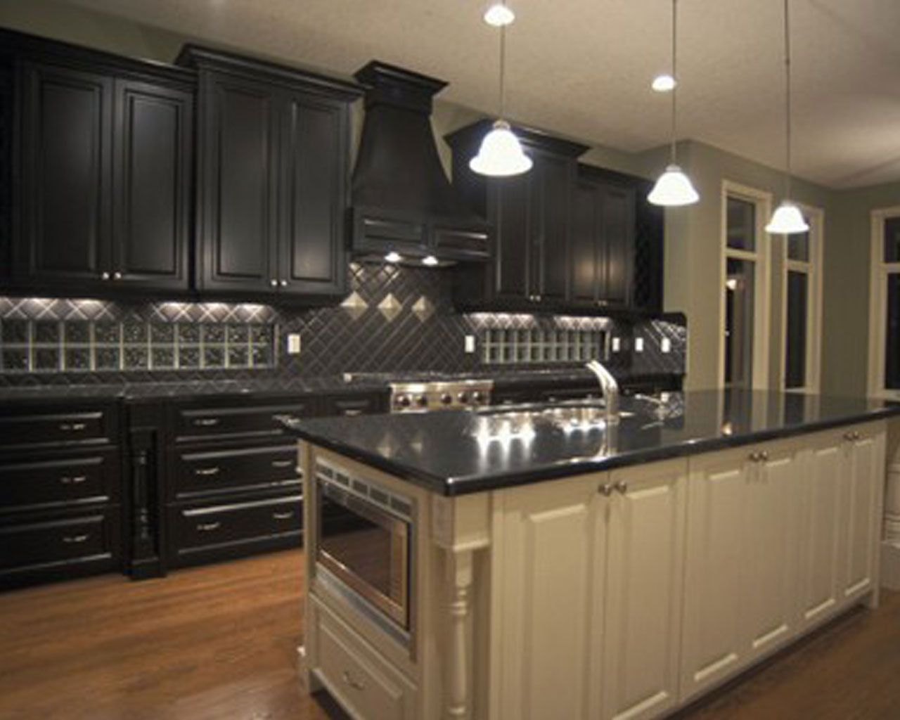 Finest design black kitchen cabinets wallpapers new for Kitchen ideas with black granite countertops
