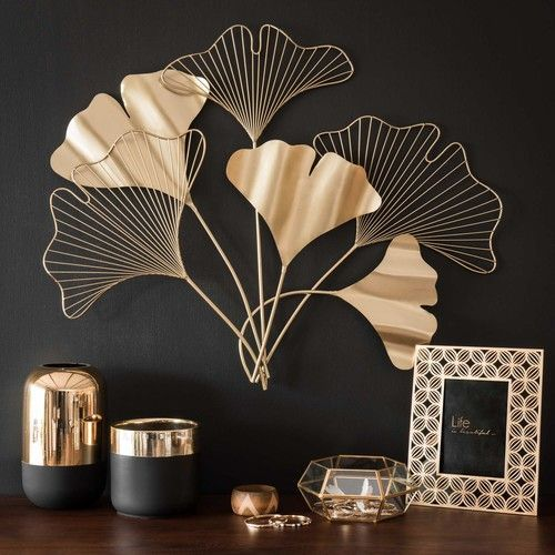 Photo of Flower wall decoration in gold metal 82×66