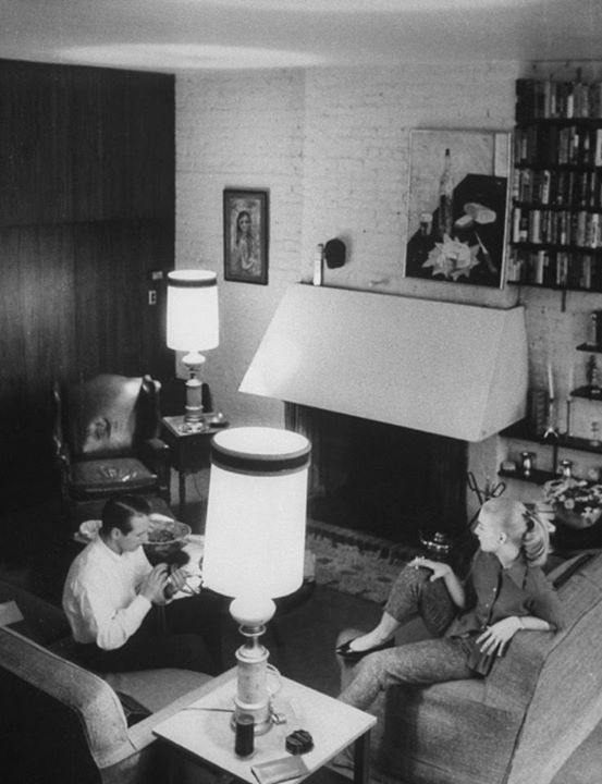 Paul Newman and Joanne Woodward in their New York apartment