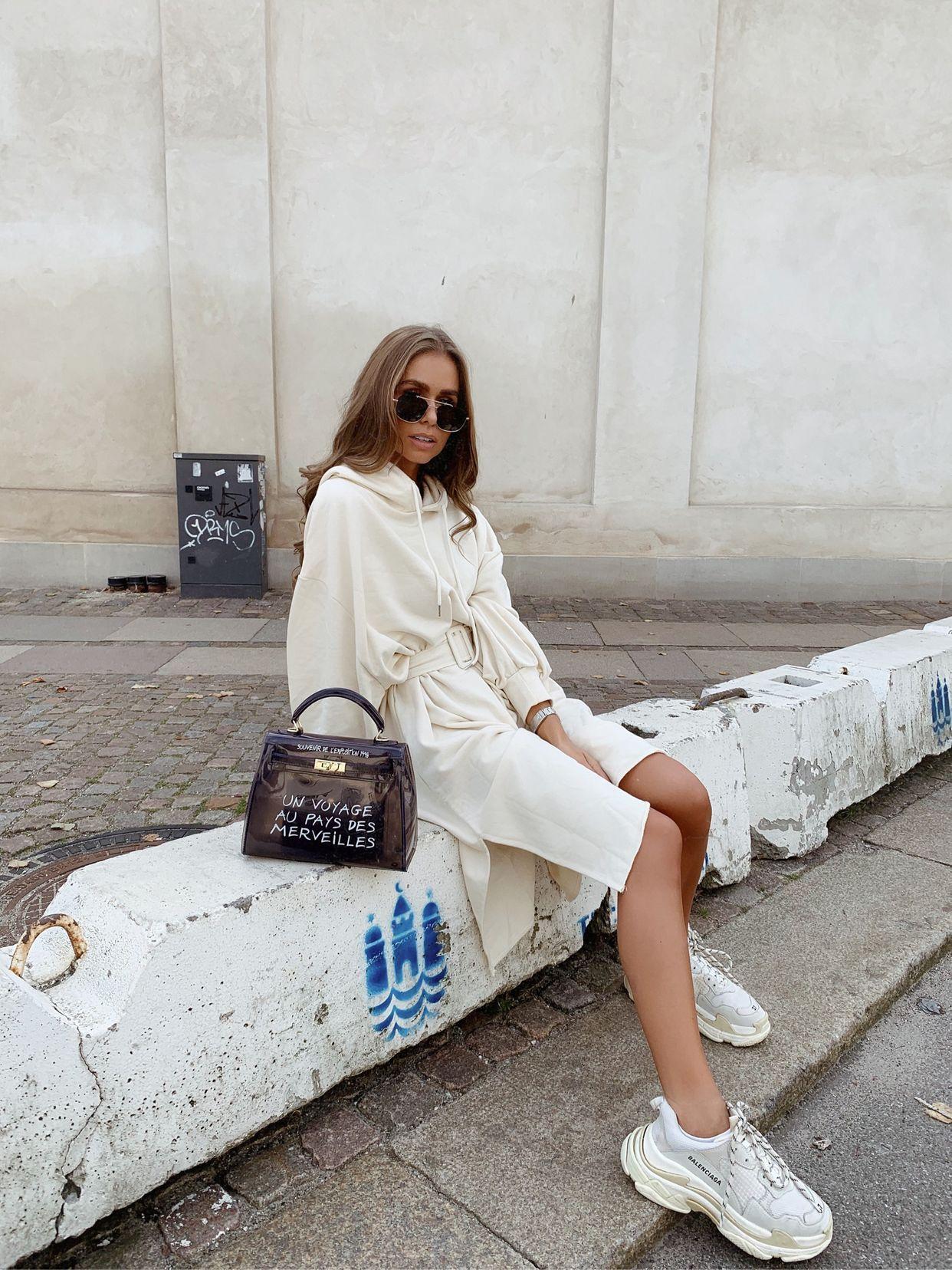 01521df047 HOODIE DRESS + NEW BAG (Maria Kragmann) | OOTD: Sneakers | Hoodie ...