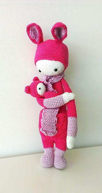 KIRA the kangaroo made by celiamour / crochet pattern by lalylala