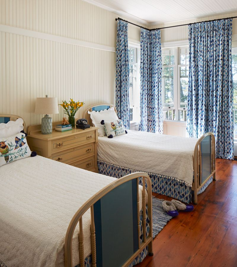 Blue And White Cottage Style Bedroom: Blue And White Cottage Guest Bedroom