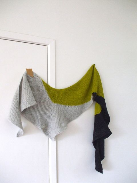 Eris by Lisa Mutch...by seahorse knits $4.50