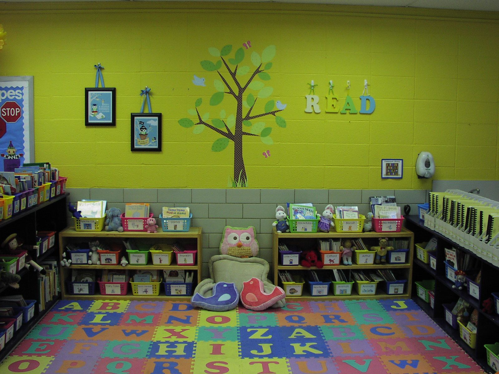 Wall colors for preschool rooms - Best Paint Colors For Preschool Classrooms This Is A Classroom Library That Is Organized This