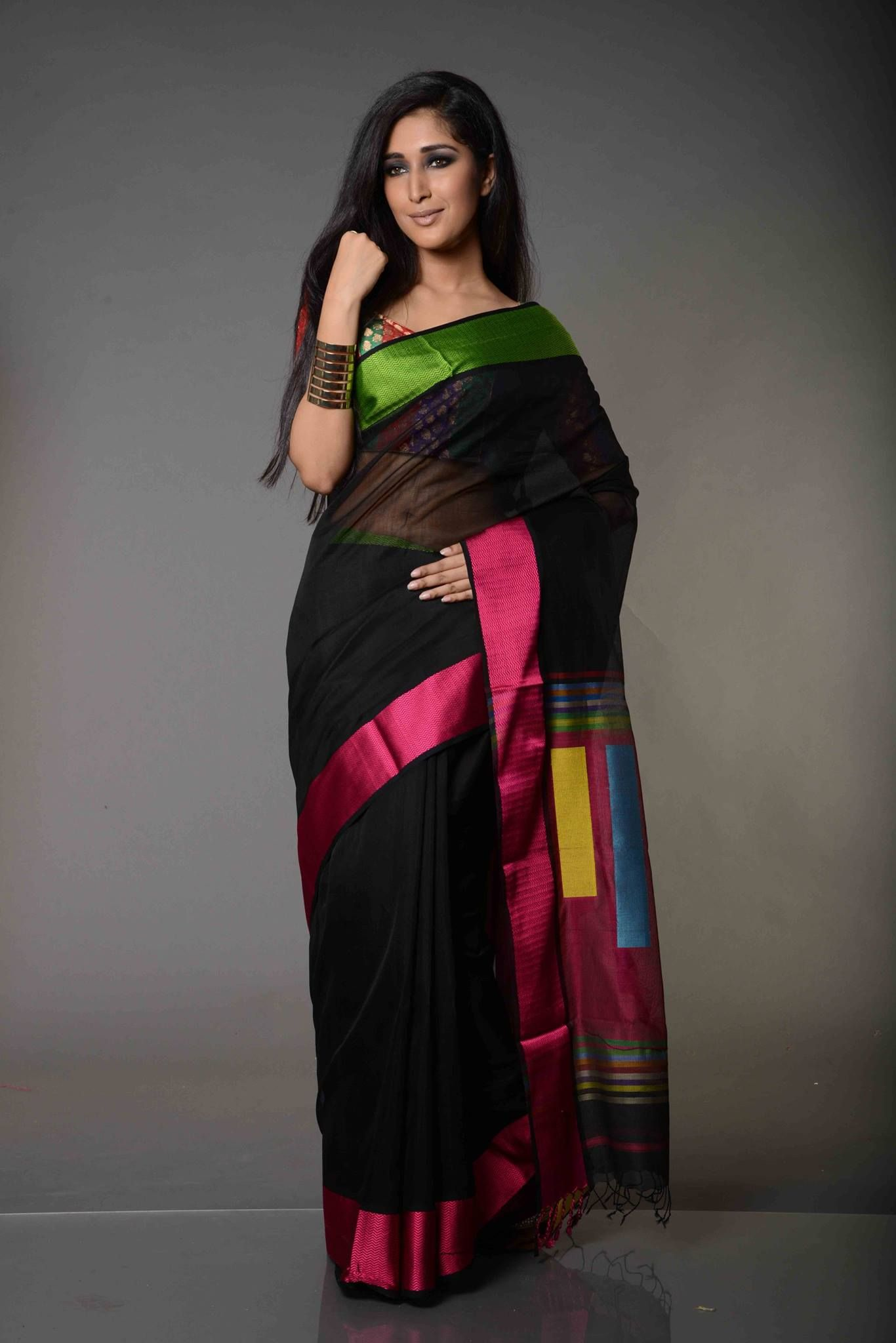 235c4d3823 Agrima Black with Zig Zag Weaved Border Maheshwari Silk Cotton Saree ...