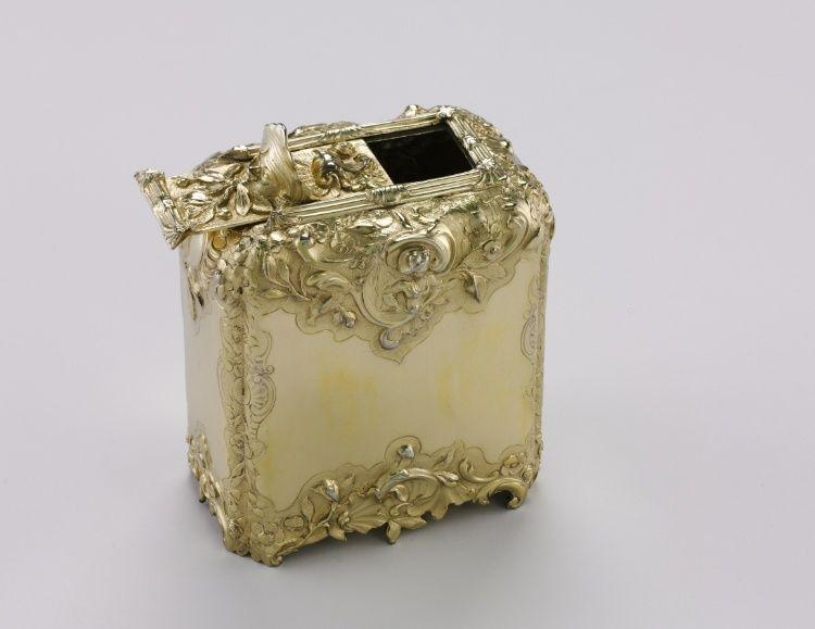 Tea Caddy, 1741-1742  (Paul Jacques de Lamerie, British, 1688-1751), silver gilt © Cleveland Museum of Art