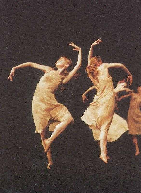 Eleonora Abbagnato dans Le sacre du Printemps de Pina Bausch #danceandmovement