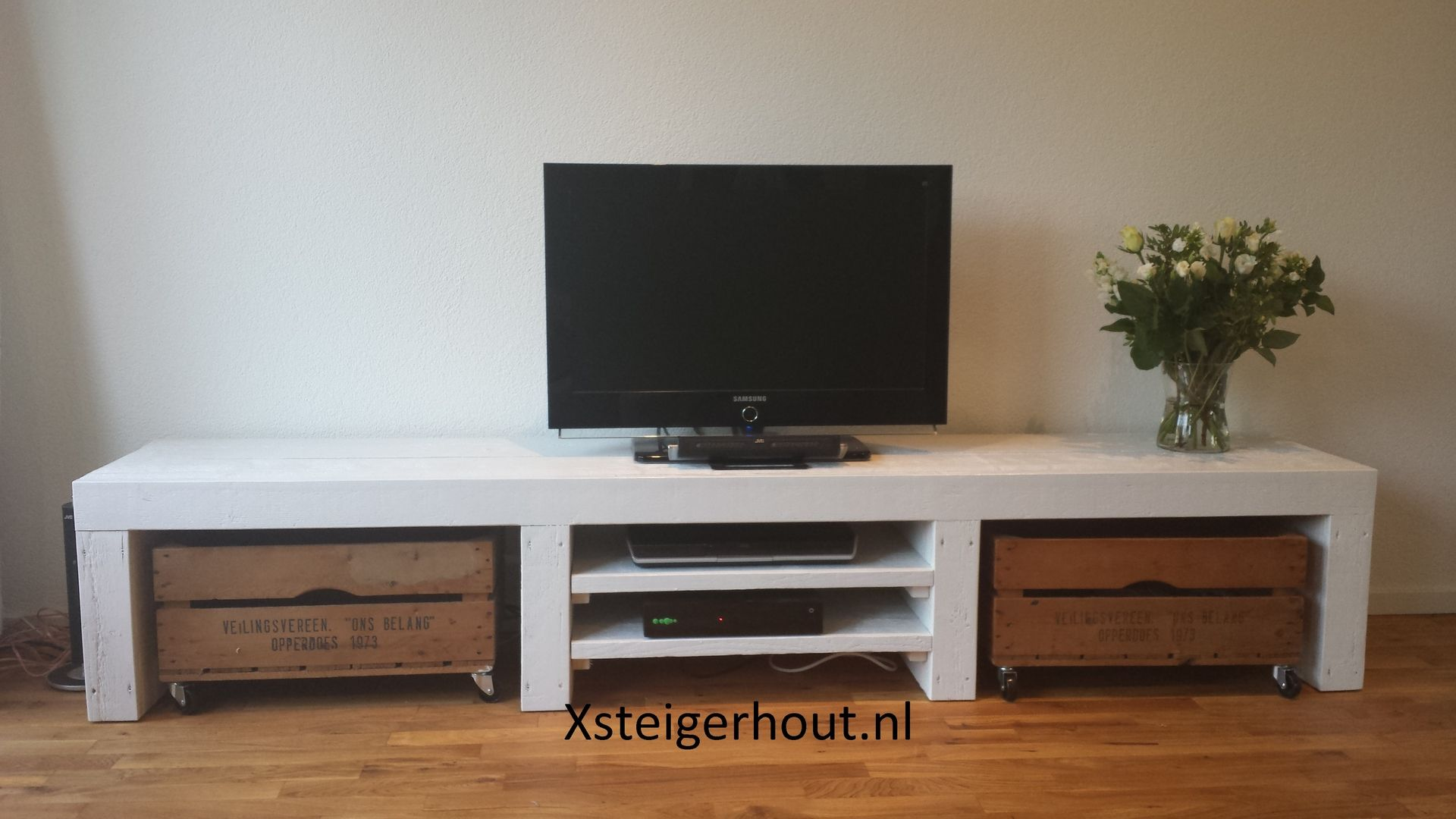 Mooie Witte Tv Kast.Steigerhout Tv Meubel Met Kratjes Wit Meubels Ideeen Voor