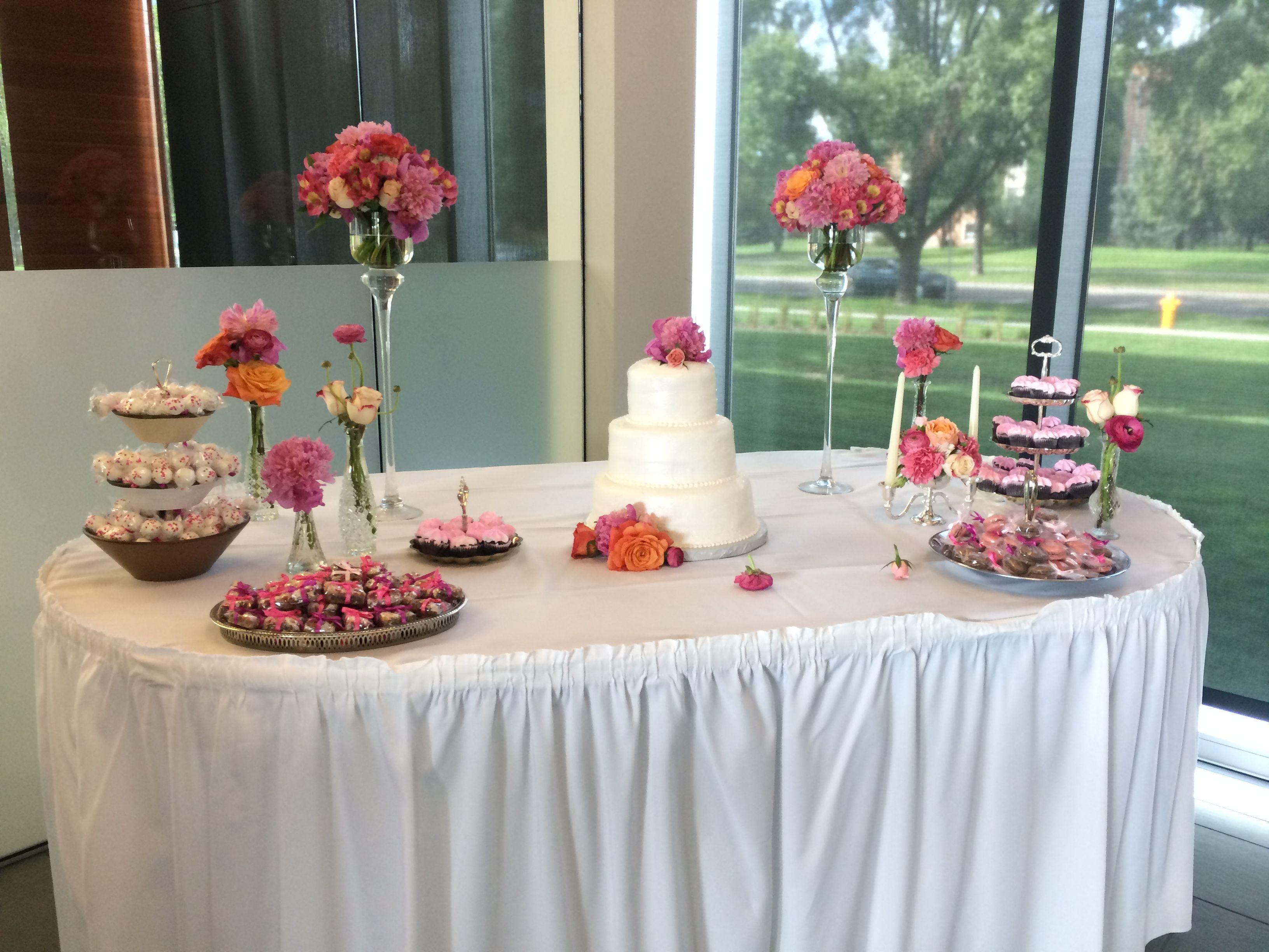#GoreckiAlumniCenter #Cake #CakeTable #Wedding