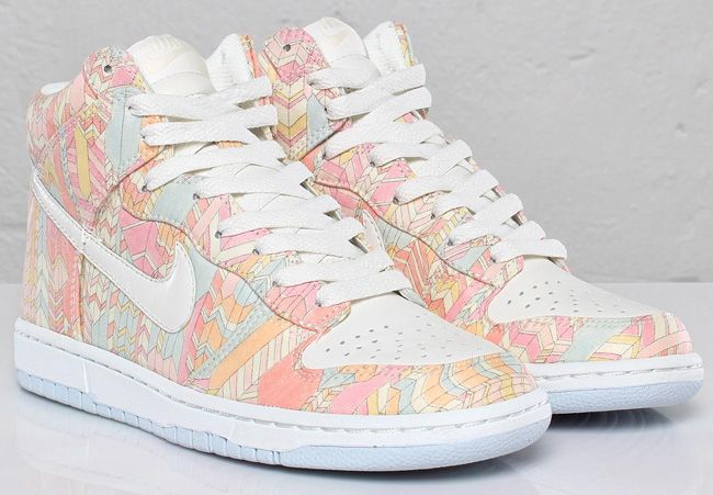 Nike WMNS Dunk Hi Skinny x Liberty London - Sail / Aura | KicksOnFire.com