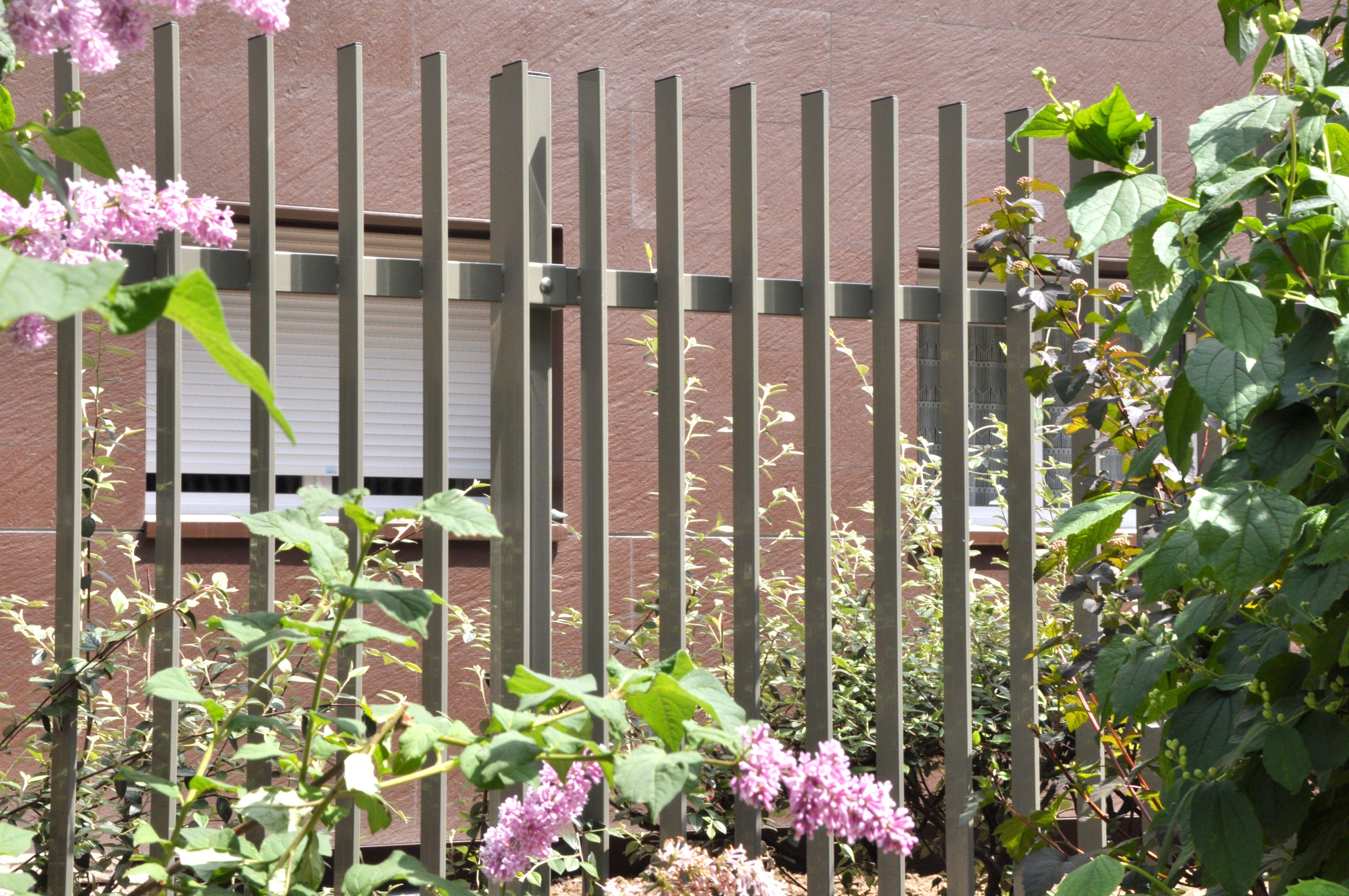 grille de cl ture barreaux 5010 de normaclo lignes et volume it. Black Bedroom Furniture Sets. Home Design Ideas