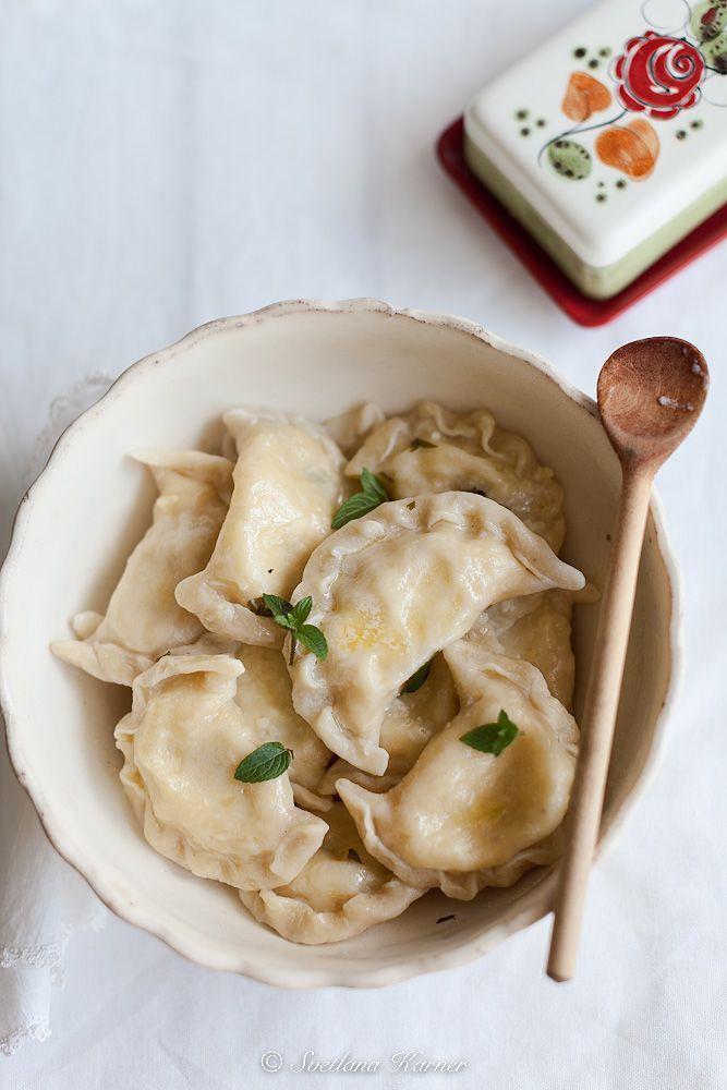 Помнится в детстве я обожала вареники с картошкой. Бабуля делала их с жареным луком и поливала сверху сливочным маслом. Казалось, что вкуснее этого ничего на…