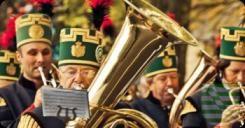 """Für Kultur- und Einkaufsbegeisterte hat die Freiberger Innenstadt am 28. August 2016 einiges zu bieten. Unter dem Titel """"Kultur erleben"""" lädt die Silberstadt Freiberg mit einem beschwingten Programm zum gemütlichen Bummeln, Einkaufen und Genießen in die Innenstadt ein: """"Freiberg singt"""", die Spielzeiteröffnung des Theaters und die Sonderausstellung """"Weiße Diamanten"""" im Museum werden vom verkaufsoffenen Sonntag mit Sonderaktionen der Händler begleitet. Zahlreiche Organisatoren aus Freibergs…"""