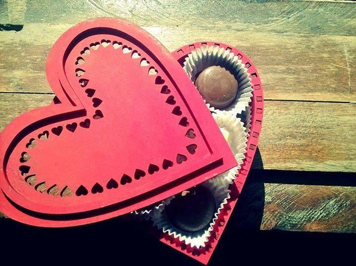 Cajas en forma de corazón con chocolates