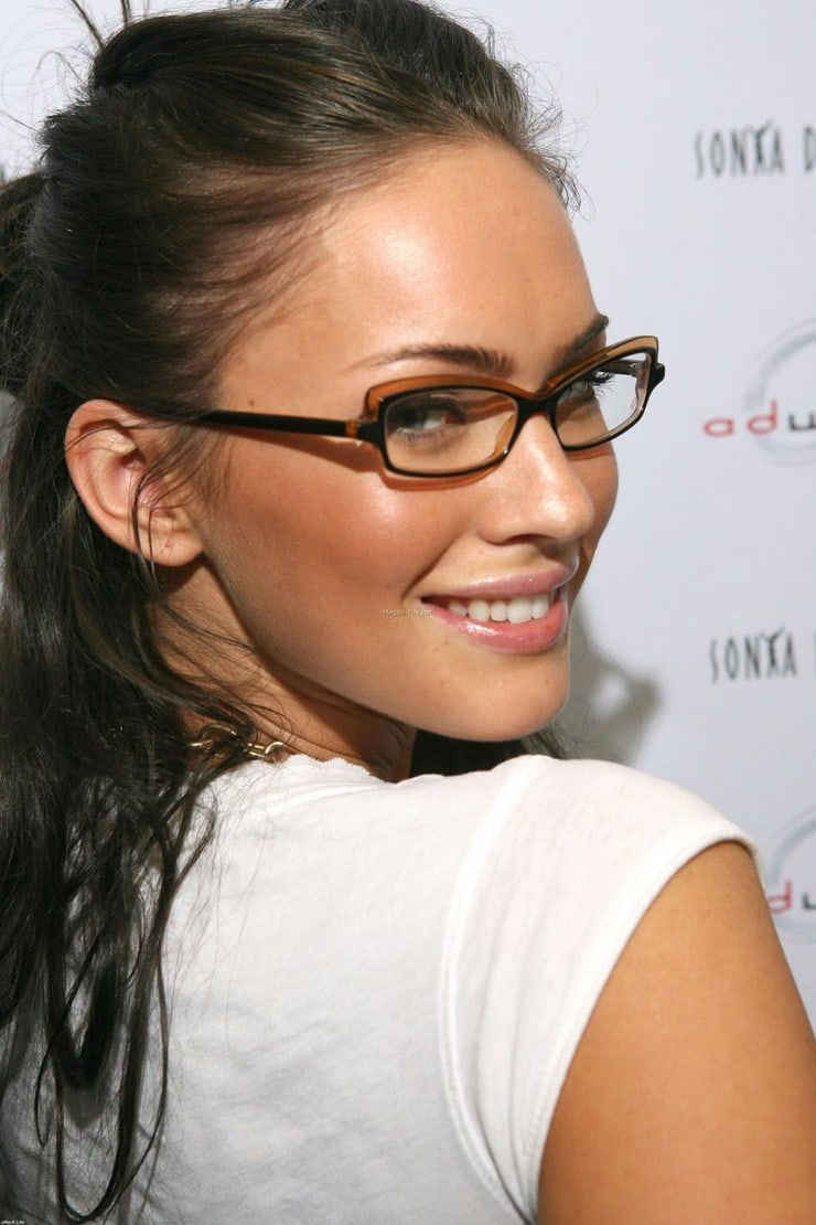Picture Of Megan Fox Glasses For Face Shape Celebrities With Glasses Glasses For Your Face Shape