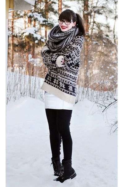 Black-warm-winter-skopunkten-boots-knitted-weekday-sweater-black-johanna-vik_400