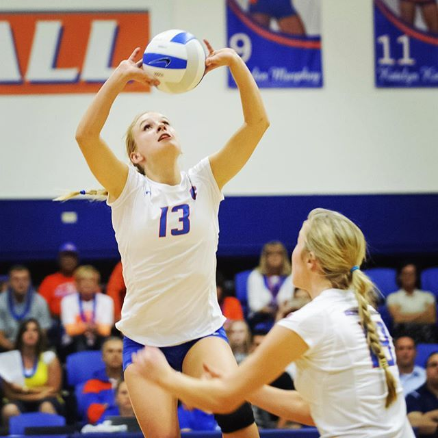 Congrats To Senior Setter Sarah Baugh On Being Named Mountain West Offensive Players Of The Week Boisesta Women Volleyball Sport Volleyball Volleyball Photos