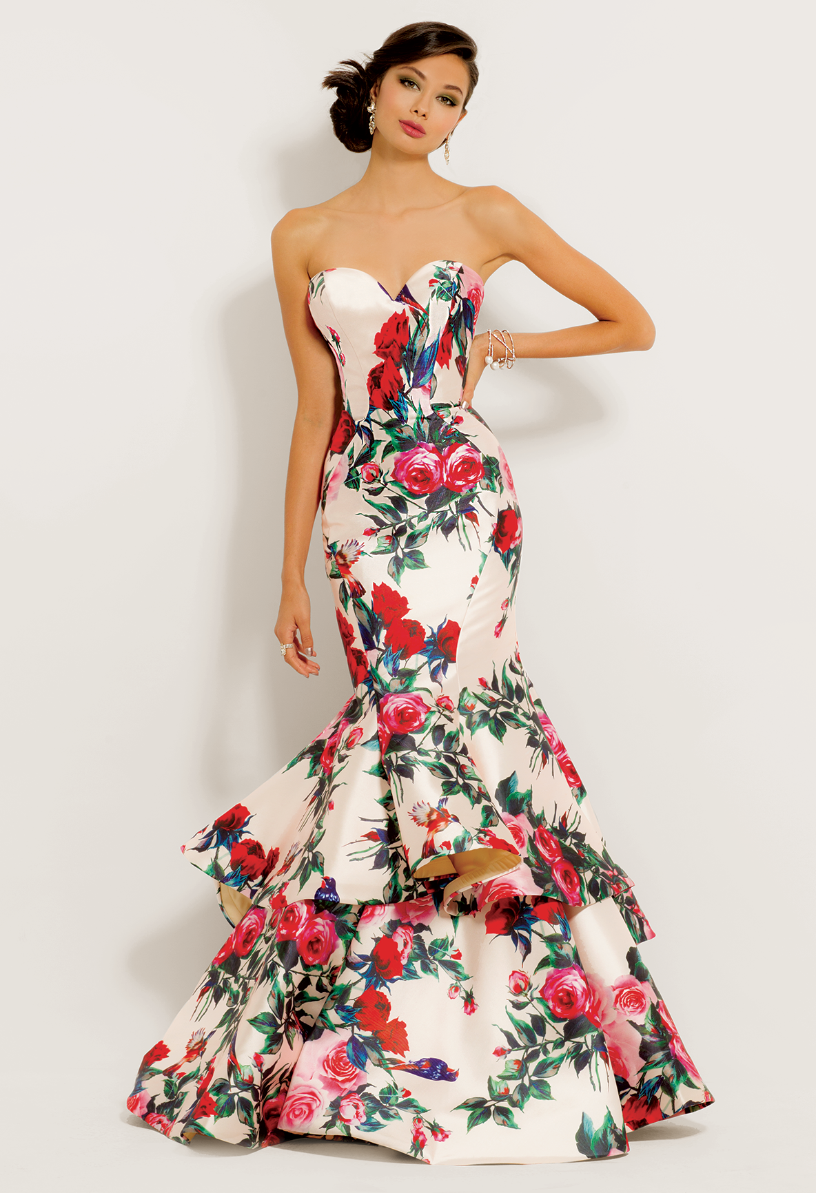 2c052847a068 ... gorgeous evening gown! With its strapless sweetheart neckline, floral  print pattern, and tiered mermaid skirt, this long prom dress is an  absolute gem.