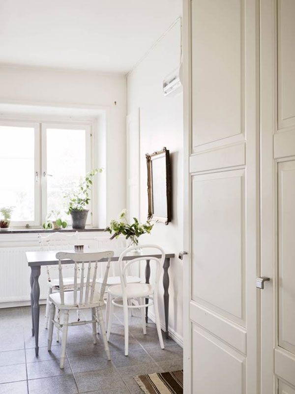 A Small But Cozy Home In Stockholm The Style Files Maison Confortable Decoration Maison Et Deco
