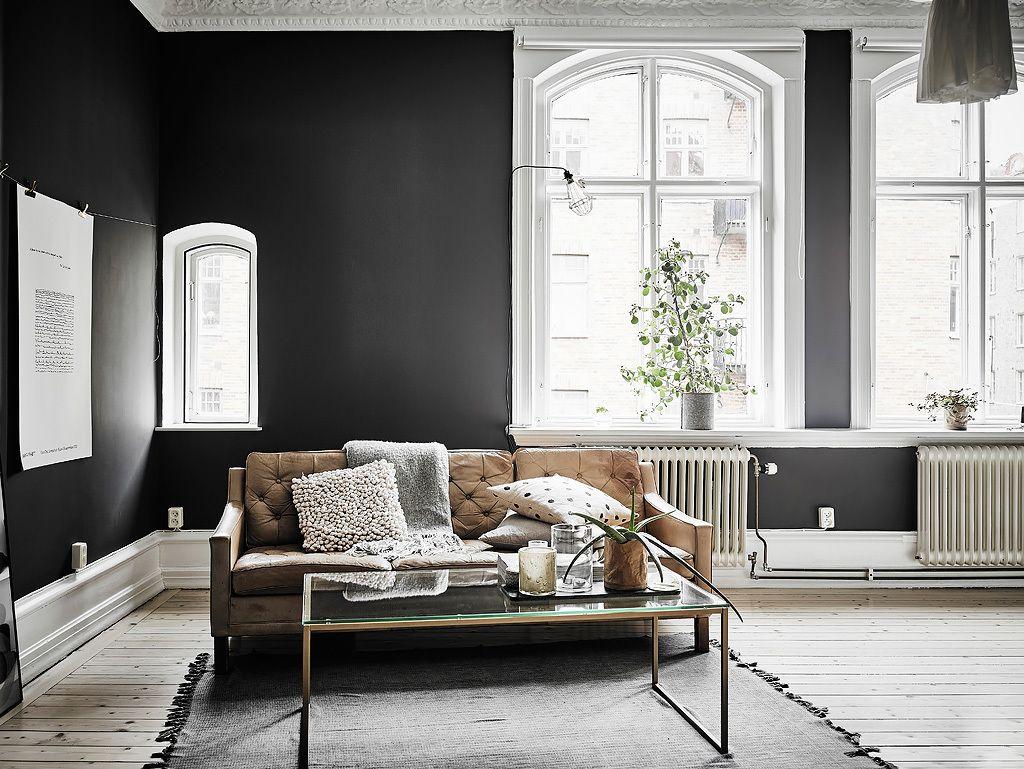 Woonkamer slaapkamer combinatie met zwarte muren woonkamer