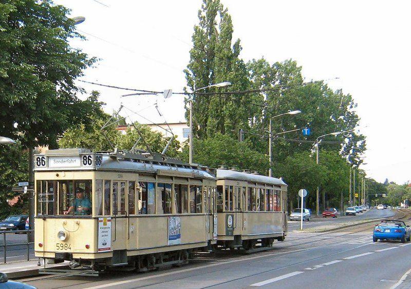 Tw 5984 mit Beiwagen fährt in die Hst. am Bhf. Köpenick ein, 2007