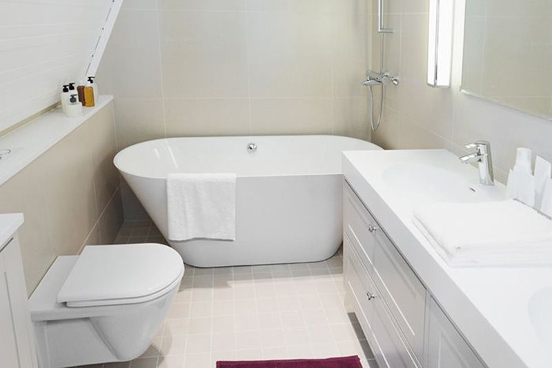10 Best Soaking Tubs For Small Bathrooms Homeluf Com Small Bathroom Layout Small Bathroom Renovations Small White Bathrooms