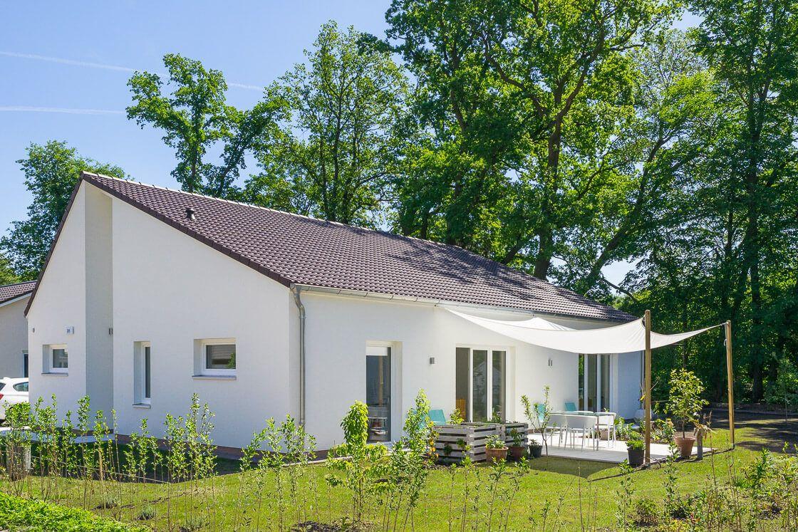 Hausbaufirmen In Brandenburg bungalow haus modern mit satteldach architektur hausbau ideen eco