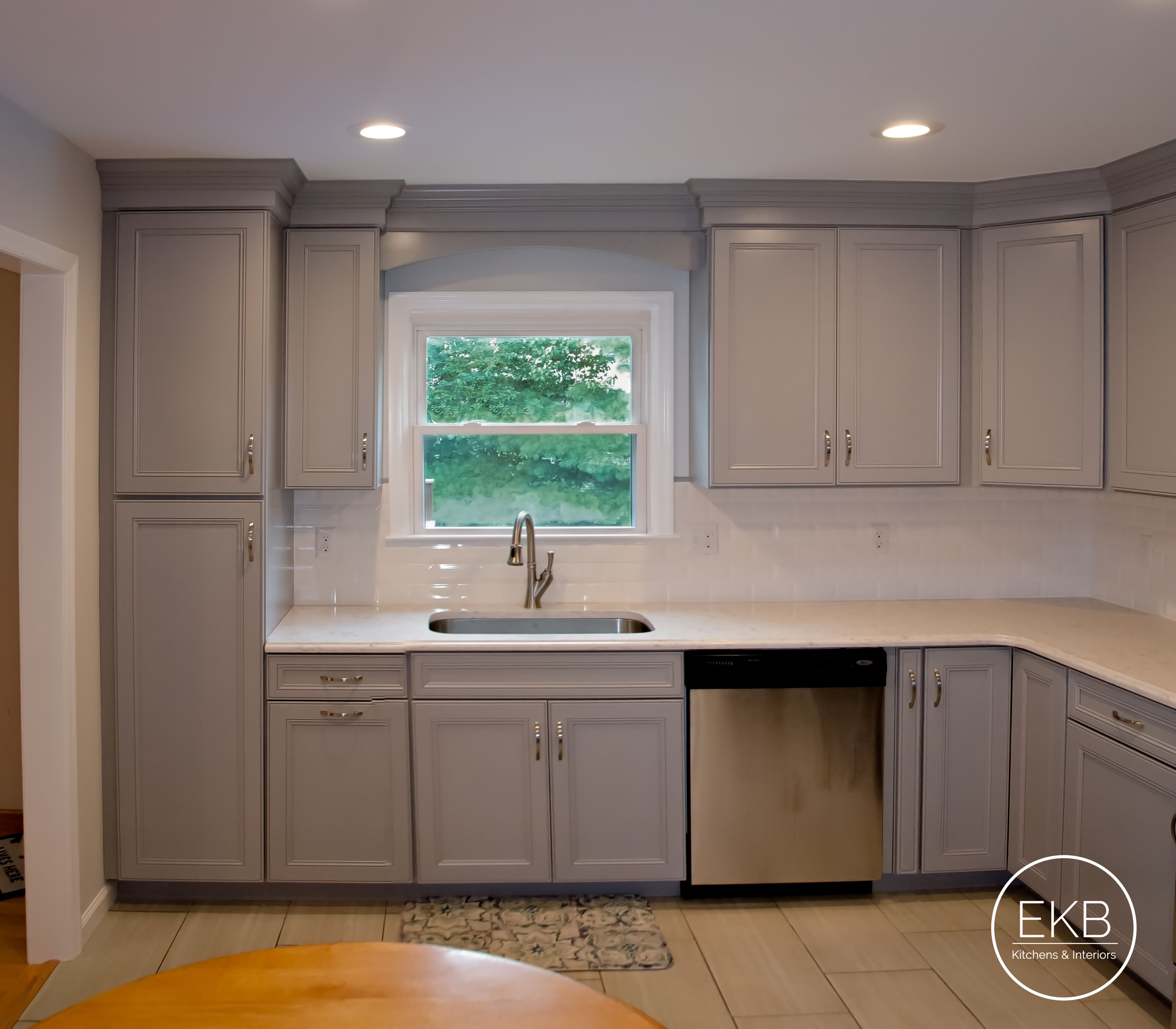 Waypoint 410f Cabinets In Painted Stone With Lyra Silestone