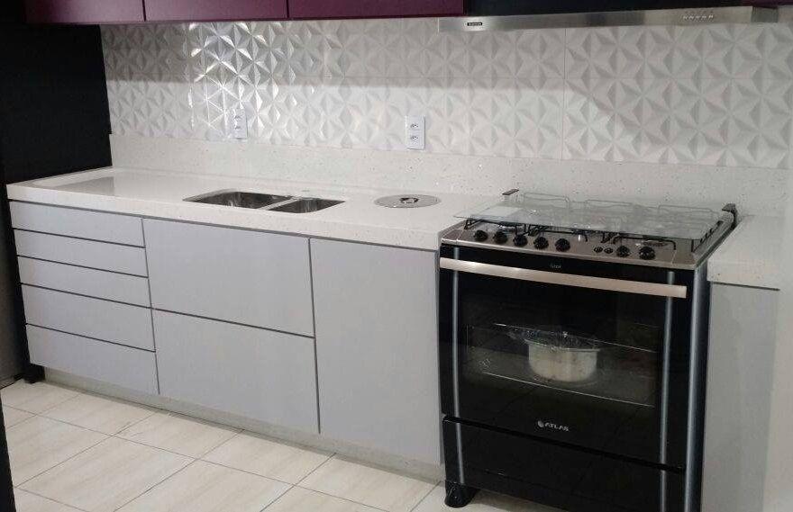 Cozinha linda!! #brancostellar @marmoresgranflex
