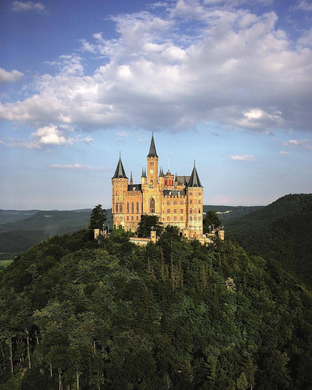 Hohenzollern Castle Hohenzollern Castle Beautiful Castles Castle