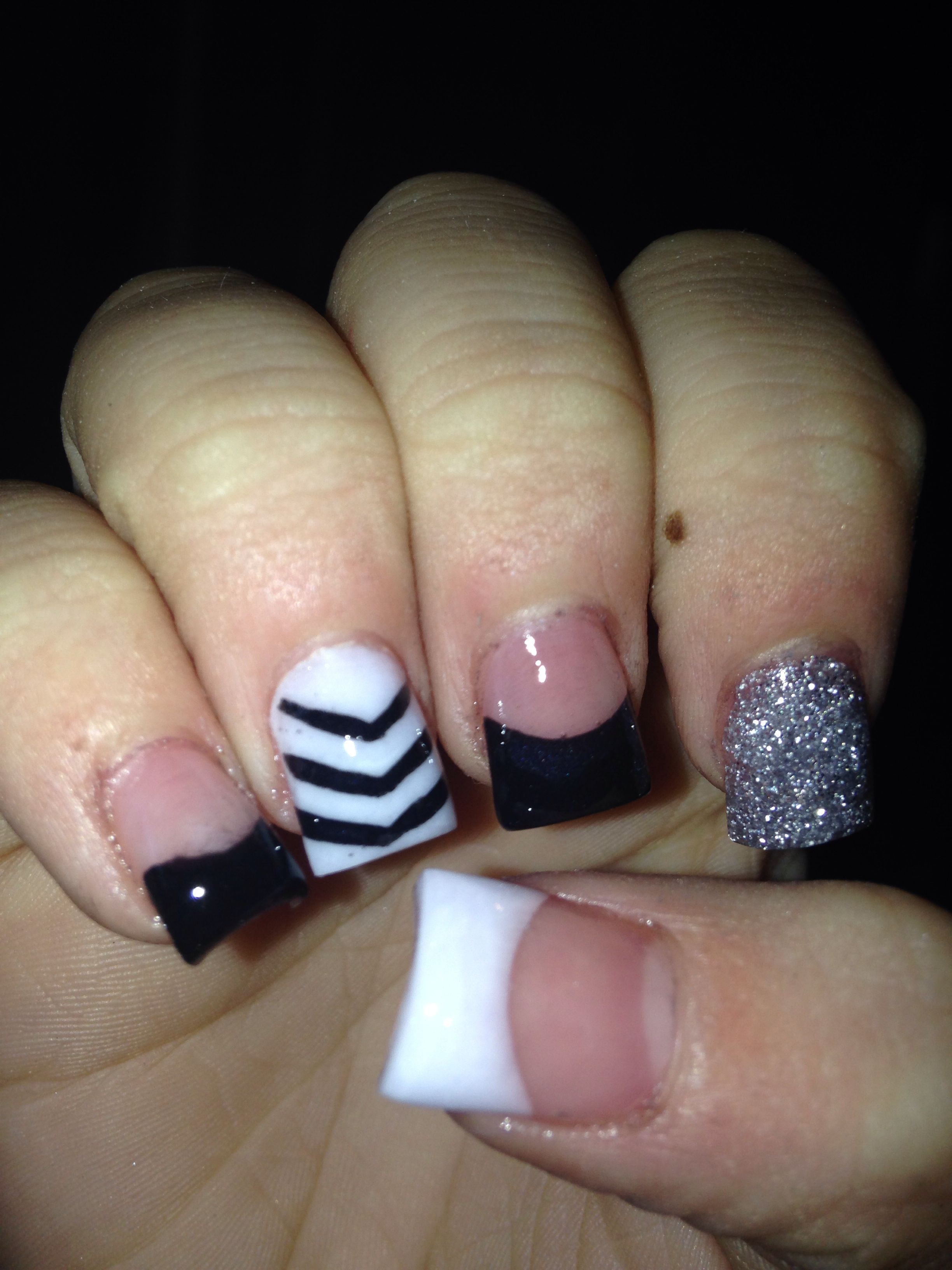 Black and white acrylic nails. Seriously Love this | Nails | Pinterest