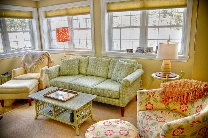 möbel landhausstil wohnzimmer tischlampen hocker blumenmuster - wohnzimmer couch landhausstil