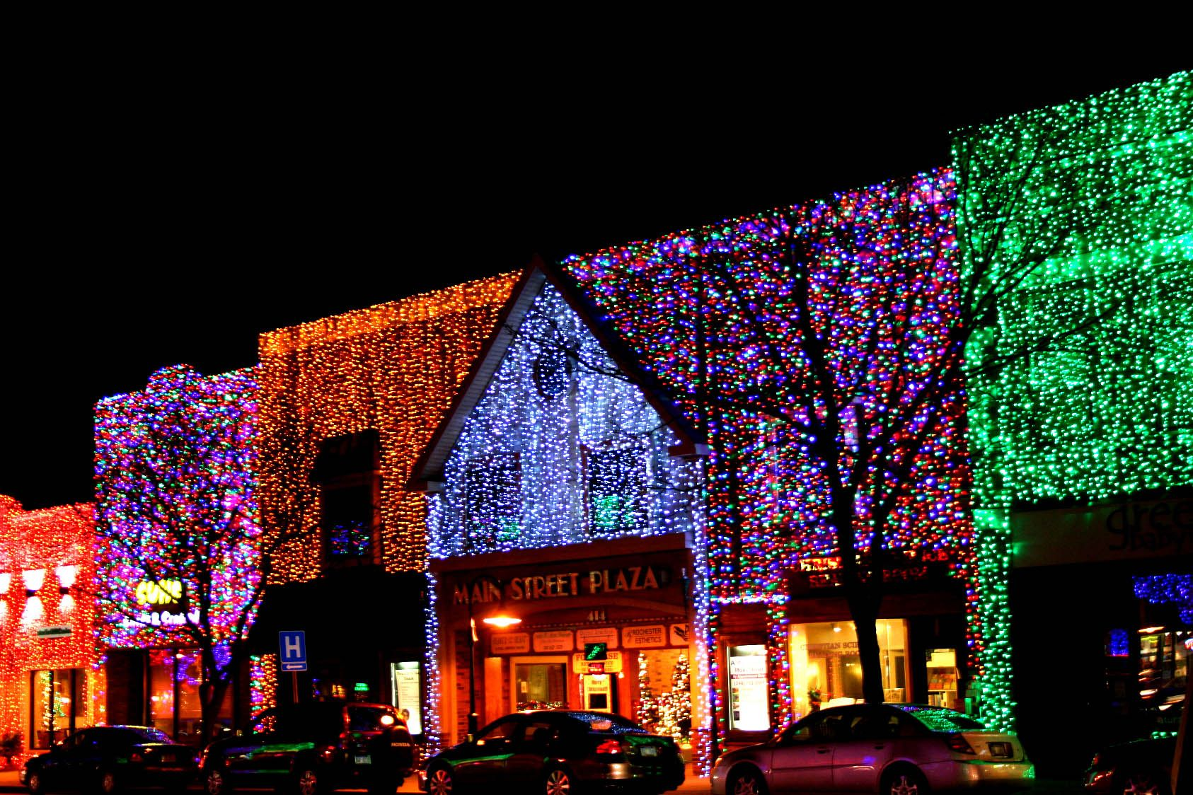 rochester mi christmas lighting. in downtown rochester hills, michigan, at christmastime the town decorates it\u0027s buildings with solid lights. it is such a beautiful sight to behold! mi christmas lighting