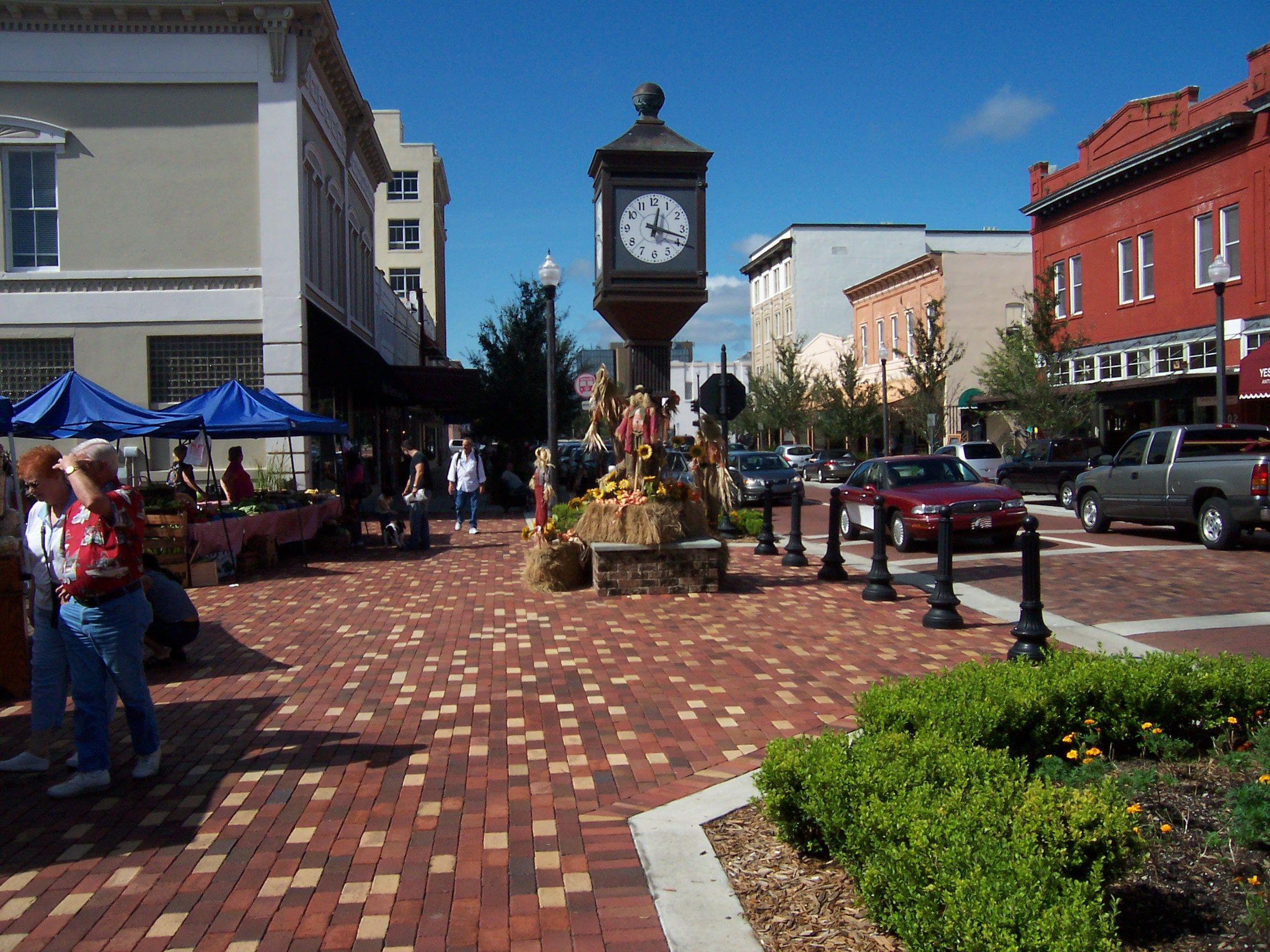 Quaint Downtown Sanford Florida Is Trying To Be Like Cocoa Beach And Similar With A Tired Old Town Shining Up The Arts Antiques Ping