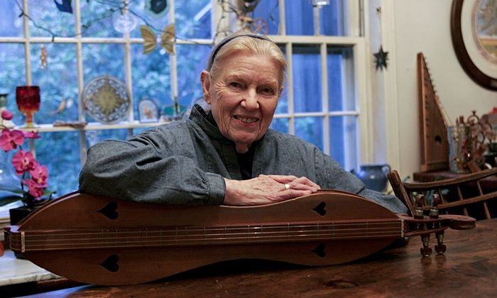 Jean Ritchie with her mountain dulcimer in 2008.