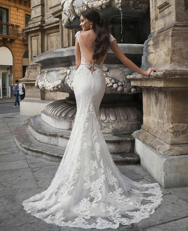 Πανέμορφο νυφικό φόρεμα σε γοργονέ γραμμή με δαντέλα και εντυπωσιακή  ανοιχτή πλάτη Sposa Moda  NewCollection 2019 . e4c9bfd15ee