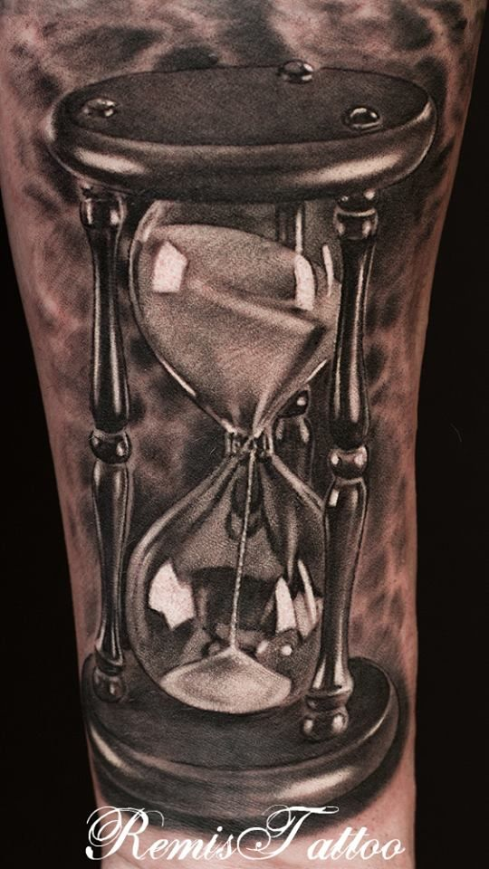 The detail on this hourglass tattoo blows me away. It is absolutely amazing!
