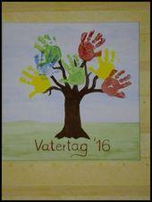 Photo of Vatertagsgeschenk vom fingerfarbenen Baum mit Kinderhänden auf einem … | Weihnachten …