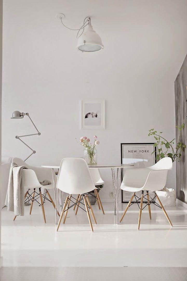 trendwelt designstuhl in wei aus kunststoff mit holzbeinen wohnen pinterest esszimmer. Black Bedroom Furniture Sets. Home Design Ideas