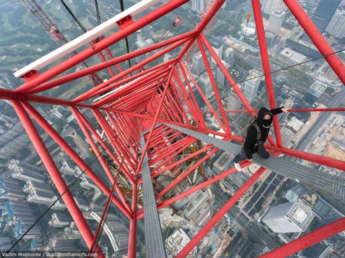 Fotos ilegales. Ping An Financial Center en Shenzhen, China. Esta torre quiere convertirse en la 2ª más alta del mundo después del Dubai Burj Khalifa. 660 metros de altura dieron lugar a esta impresionante vista