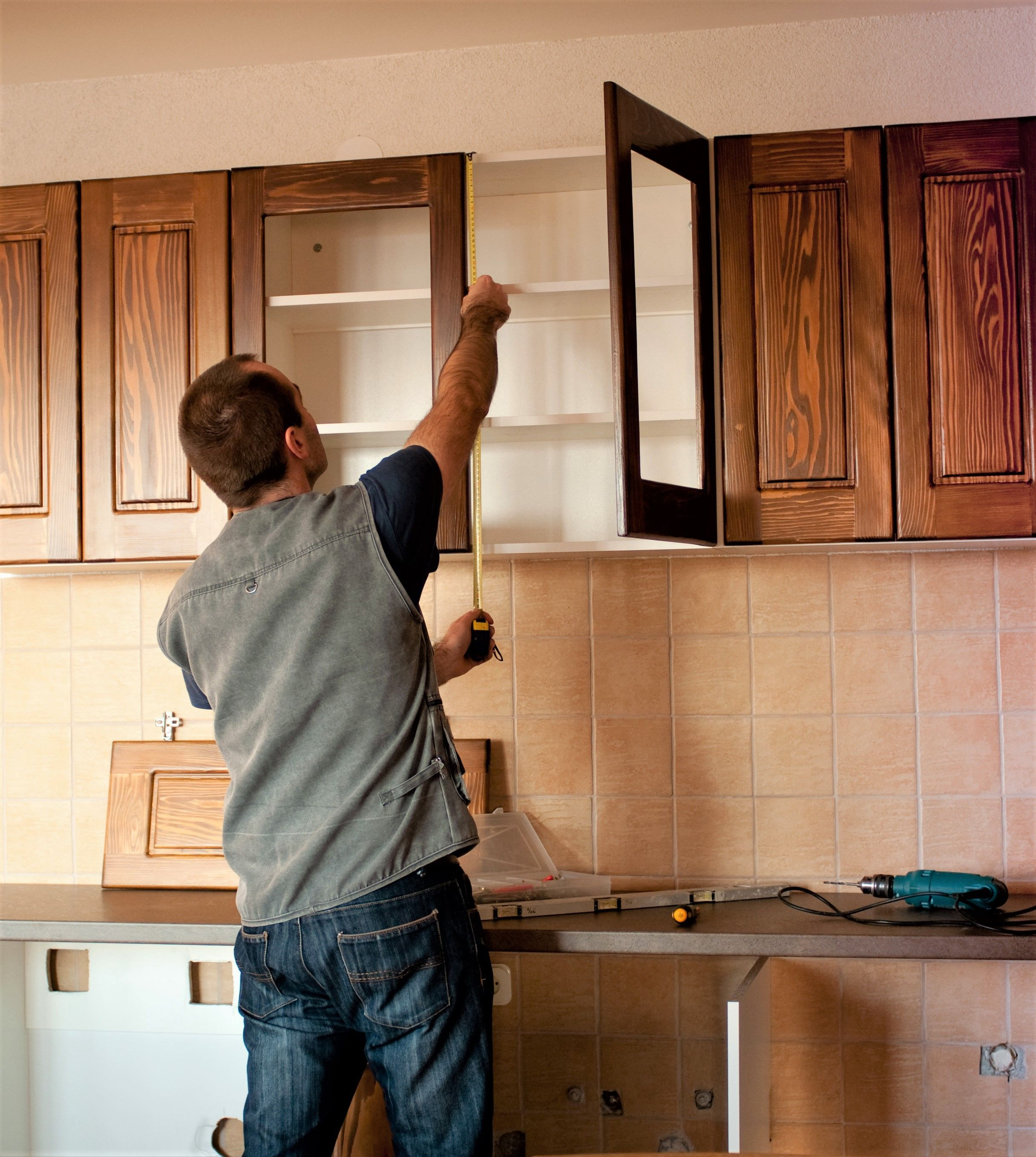 Installing Kitchen Cabinets In 2020 Kitchen Remodel Cost Affordable Kitchen Remodeling Kitchen Cabinet Dimensions