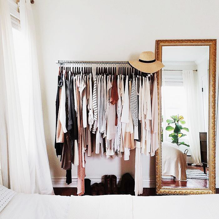 Makeshift closet ideas for my tiny house // Gold mirror + clothing rack