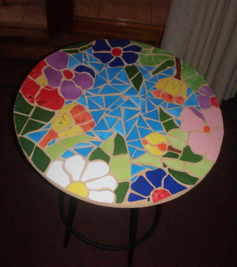 Mesa decorada con mosaico de cer mica por noepilar for Mosaico ceramica