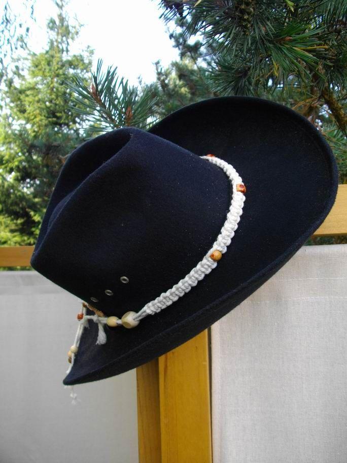 Bourdalous Cinta De Seda Que Rodeaba Un Sombrero Alto De Copa Redondo Usado A Fines Del Siglo Xviii Riding Helmets Captain Hat Fashion