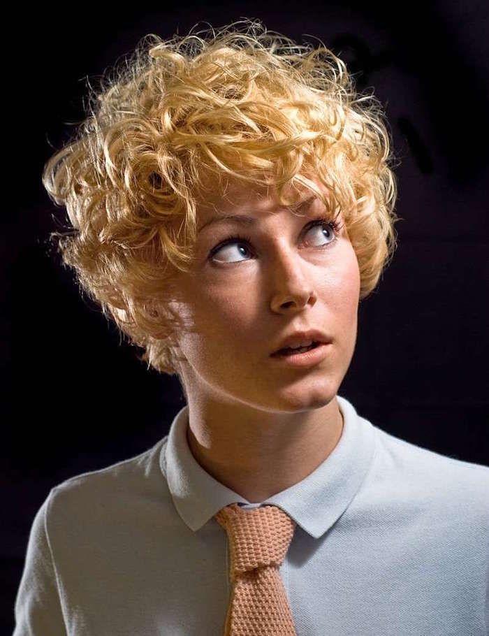Coupe courte cheveux bouclés - 49 ondulations de style | Permanente cheveux court, Cheveux ...