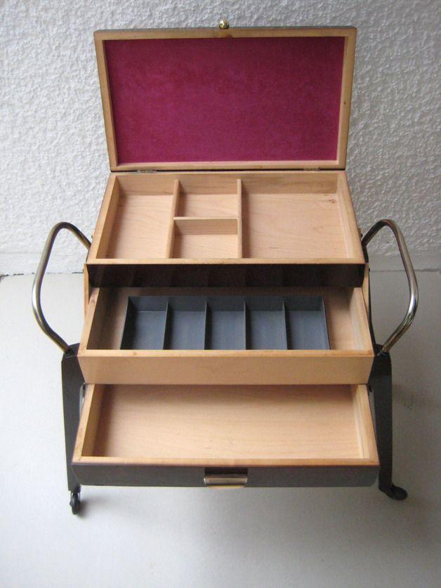 n hk stchen k rbe 50er jahre fahrbarer n hkasten ein designerst ck von misstell bei. Black Bedroom Furniture Sets. Home Design Ideas