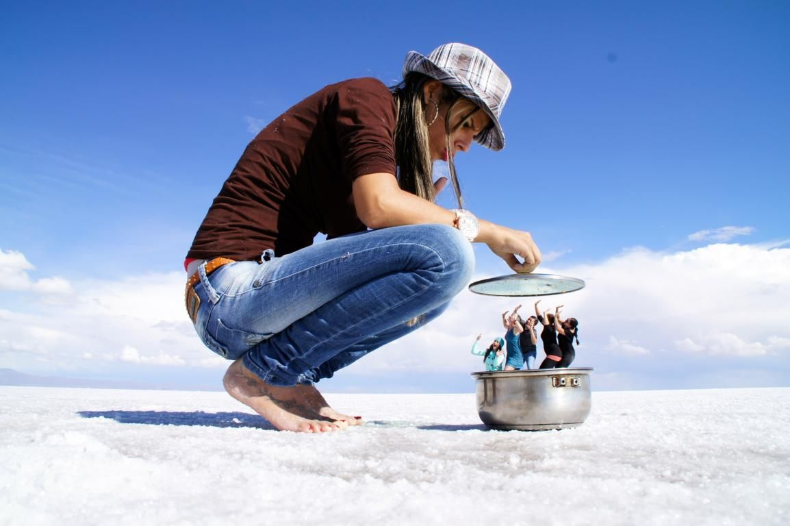 Learn How To Take The Best Photos At Salar De Uyuni Perspective Or Reflective Photos Perspective Photography Forced Perspective Photography Forced Perspective