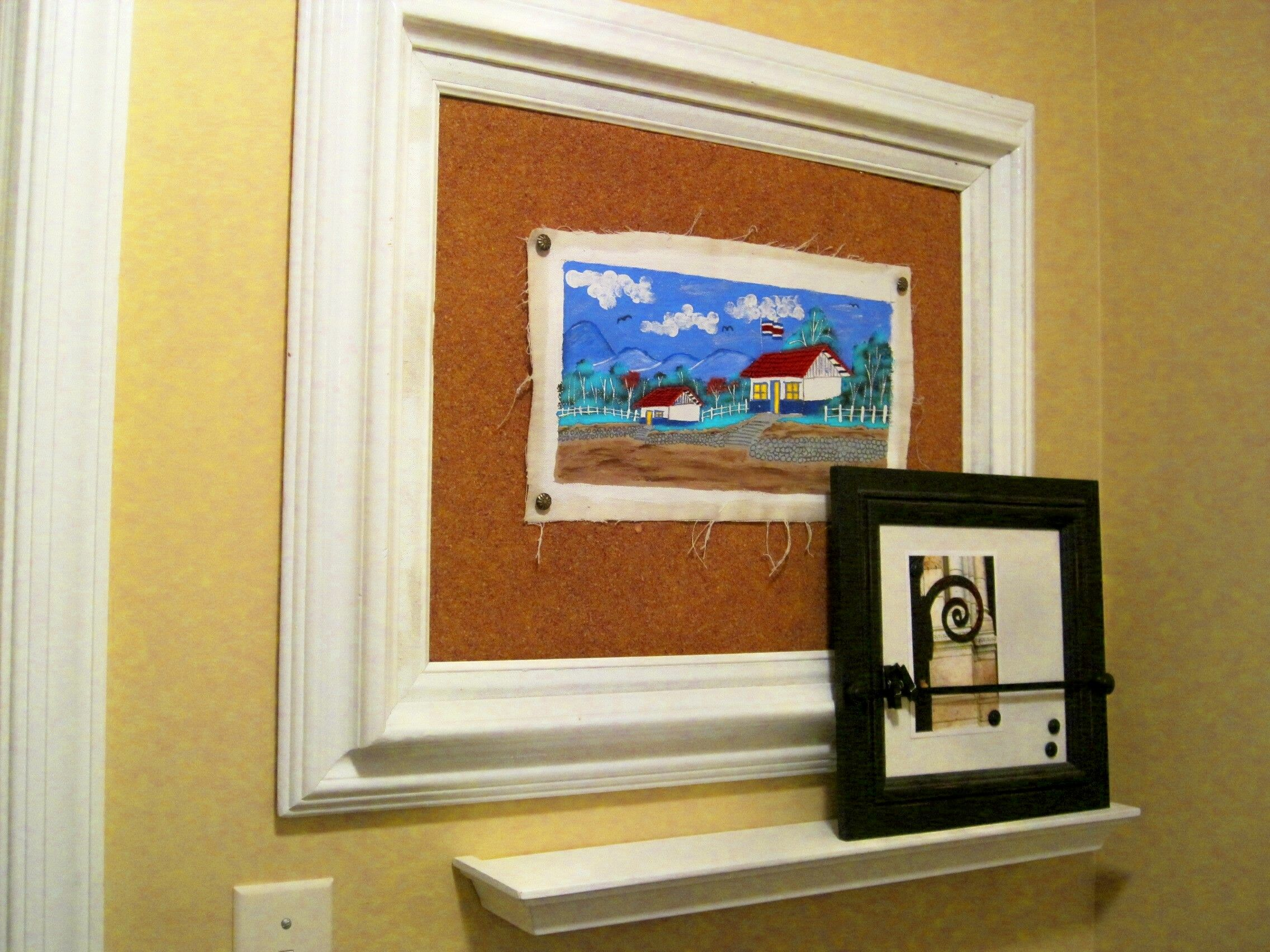 Attach Cork To A Photo Frame For An Easily Changeable